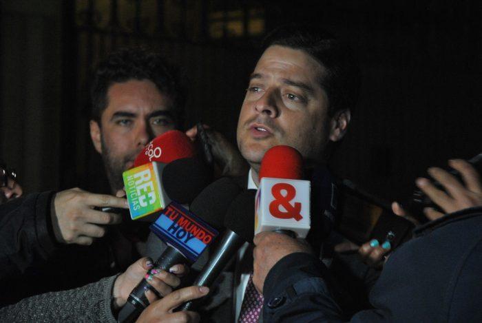 La representación de los liberales estuvo encabezada por el senador Mauricio Gómez Amín y el expresidente César Gaviria, que tuvo su puesto reservado en la mesa junto a Duque.