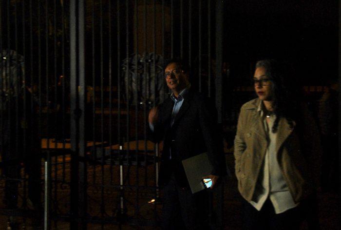 Uno de los últimos que llegó fue el senador Gustavo Petro y la representante María José Pizarro.