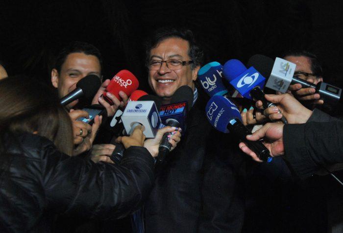 Este fue el primer mano a mano de Petro con el presidente Duque desde las elecciones. El senador de la Colombia Humana le entregó una carta antes de comenzar la cumbre en la que le propuso seis puntos para una reforma política.