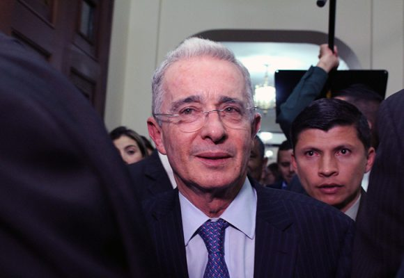 """""""Dios es Uribe. Es Dios"""""""
