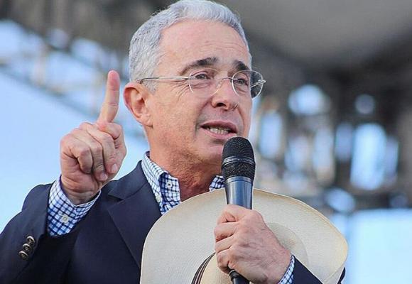 Se les cayó el montaje contra Uribe