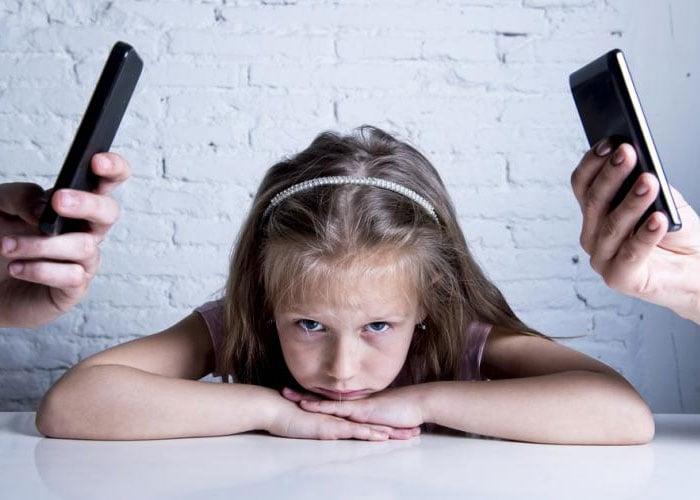 Padres ausentes y tecnología desmedida, inminente riesgo para los niños