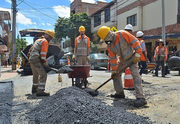 Los paisas se ponen la 10 para la rehabilitación de la malla vial en Medellín