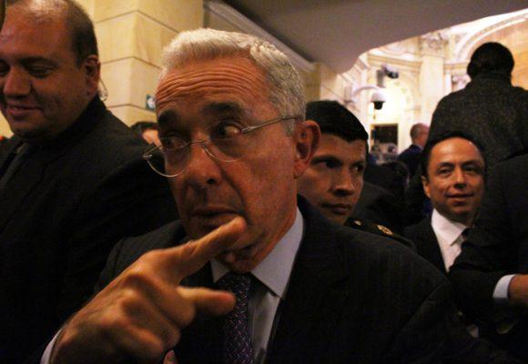 Memoricidio, el arma política de Álvaro Uribe
