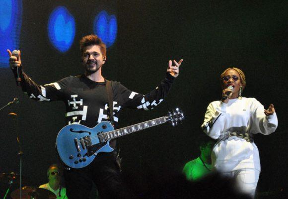 Adoración por Juanes en la inauguración del Movistar Arena