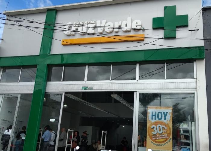 Cruz Verde, el gigante de las farmacias que le negó la leche a un bebé