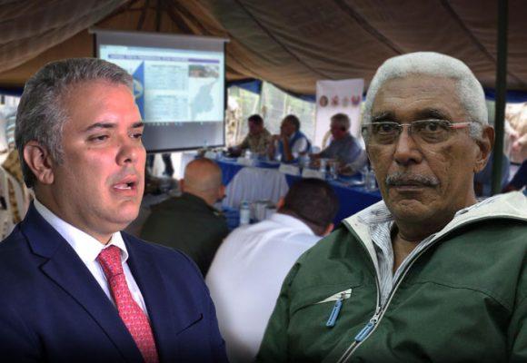 Cara a cara del Presidente con Joaquin Gómez y 200 exguerrilleros en La Guajira