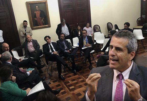 La ocurrencia del senador Luis Fernando Velasco: juntar enemigos políticos