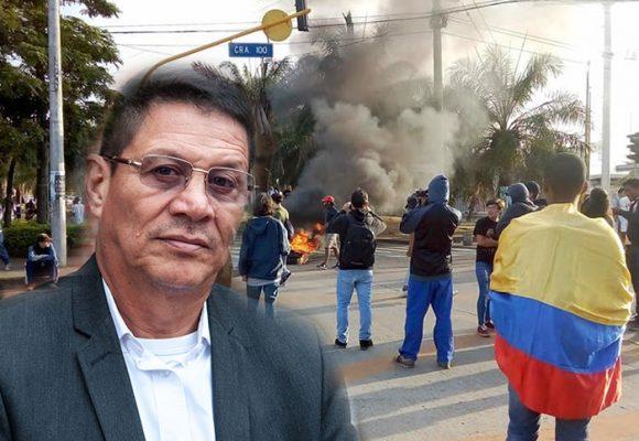 Encapuchados infiltrados desatan la rabia del rector de la Univalle
