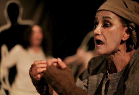 Patricia Ariza y el teatro La Candelaria, ovaciones en México