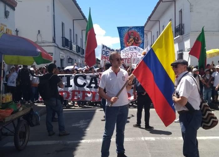Rector de la Unicauca sale a marchar con sus estudiantes en Popayán