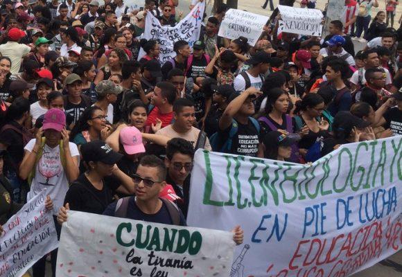 Diez mil voces clamando educación en Barranquilla
