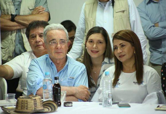 Uribe al frente de los alcaldes de Córdoba, donde tiene El Ubérrimo