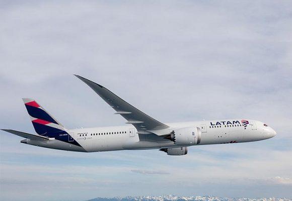 Latam, otra aerolínea que, como Avianca, se aprieta el cinturón