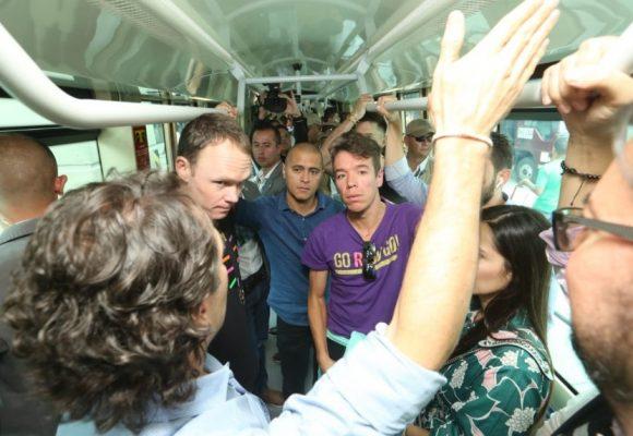 Froome se unta de paisa: se subió al metro de Medellín