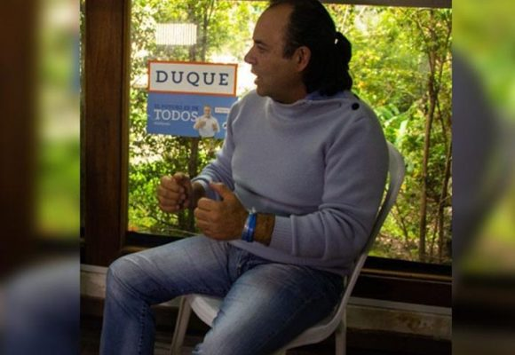 Entre caballos y amigos, Luigi Echeverri celebró premio por la campaña Duque Presidente