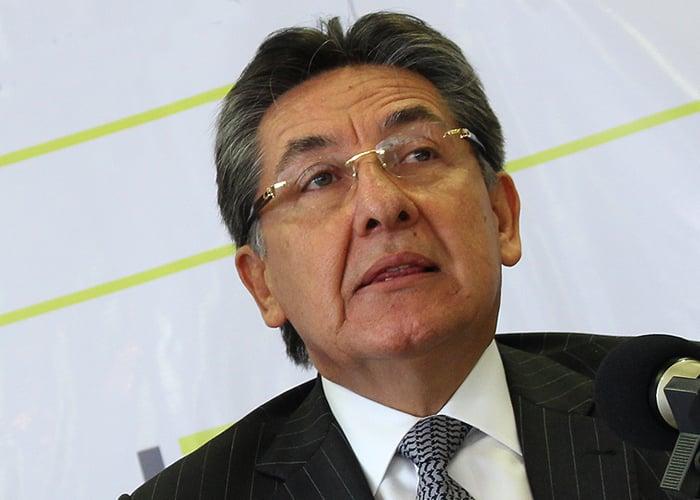 El fiscal Martínez le hace daño a la institucionalidad, por eso tiene que renunciar