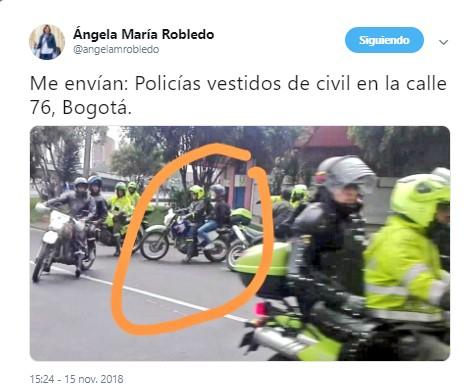 ¿Qué hacen estos civiles con los policías en las marchas estudiantiles de Bogotá?