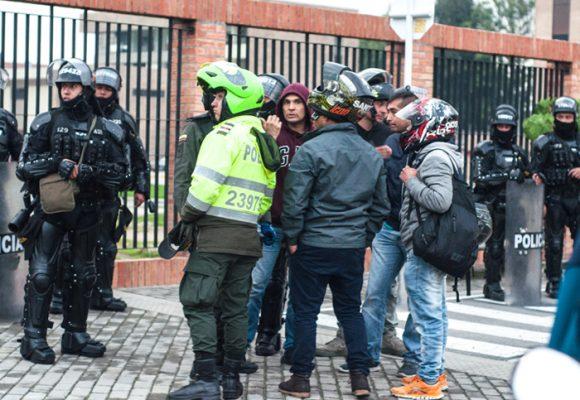 Cinco infiltrados de la policía en la marcha estudiantil en Bogotá