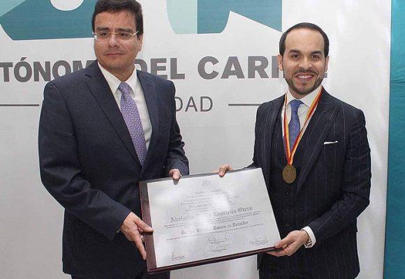 El PhD de Abelardo De La Espriella se lo dio el polémico Ramsés Vargas