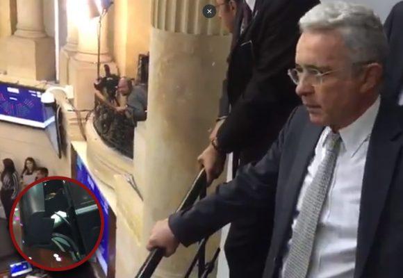 Frenteada de Uribe a quienes le lanzaron las ratas