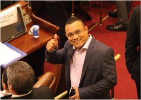 El reemplazo de Santrich en el Congreso llegó para defenderlo