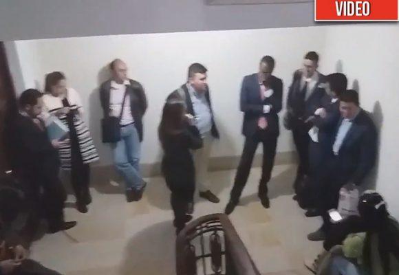 La gente que retuvieron después del ataque con ratones al senador Uribe