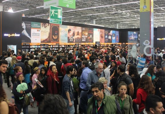FIL Guadalajara 2018: ¿Pistolas o libros? ¿Kalashnikov o bibliotecas?
