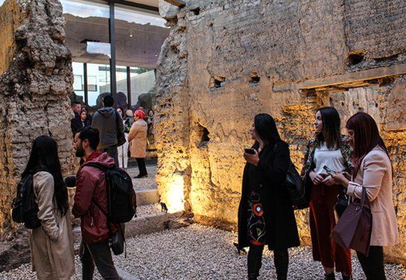 'Fragmentos' de Doris Salcedo: un espacio artístico para comprender el conflicto
