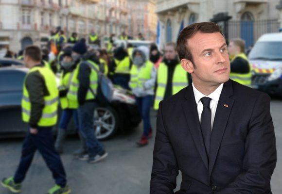 París arde, mientras Macron filosofa