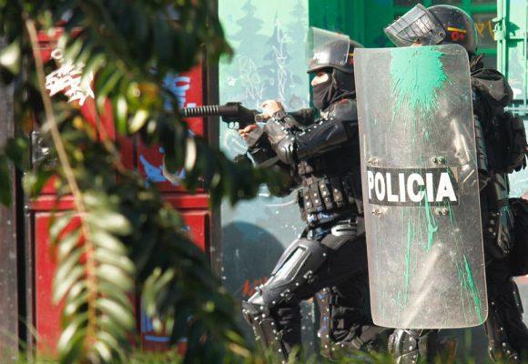 Gases lacrimógenos vs. bolas de pintura: nuevas marchas estudiantiles en Bogotá