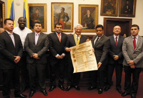 Gran Escudo del Concejo de Popayán para Juan Carlos López
