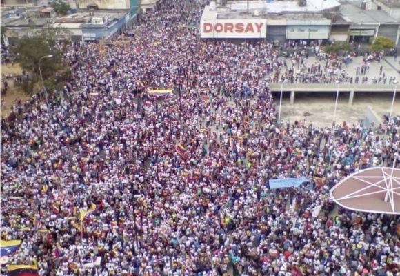 Maduro enfrentado a ríos de gente: ¡No más!