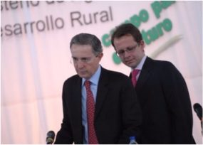 Álvaro Uribe acompaña a Andrés Felipe Arias en nueva audiencia