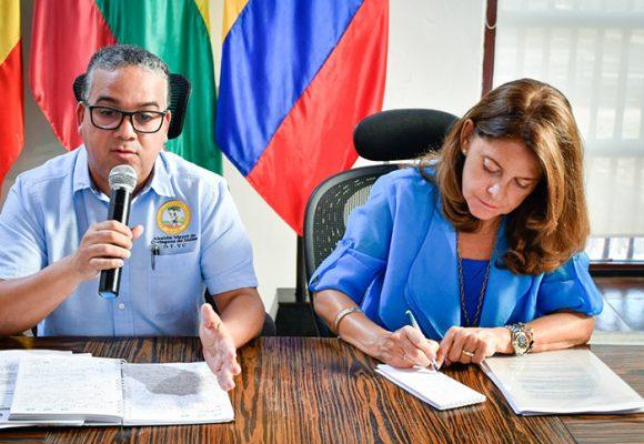 La vicepresidenta respirándole en la nuca a Pedrito Pereira