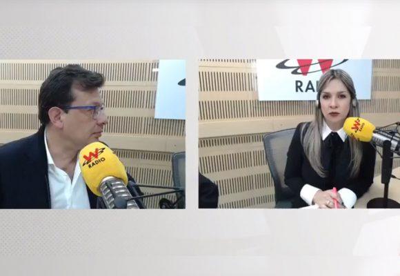 Con Hollman, Vicky Dávila se puso los guayos