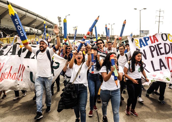 Movilización estudiantil deja becas para la ciencia con conciencia