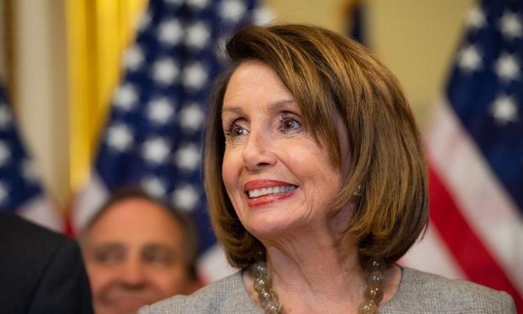 Nancy Pelosi le da sopa y seco a Trump