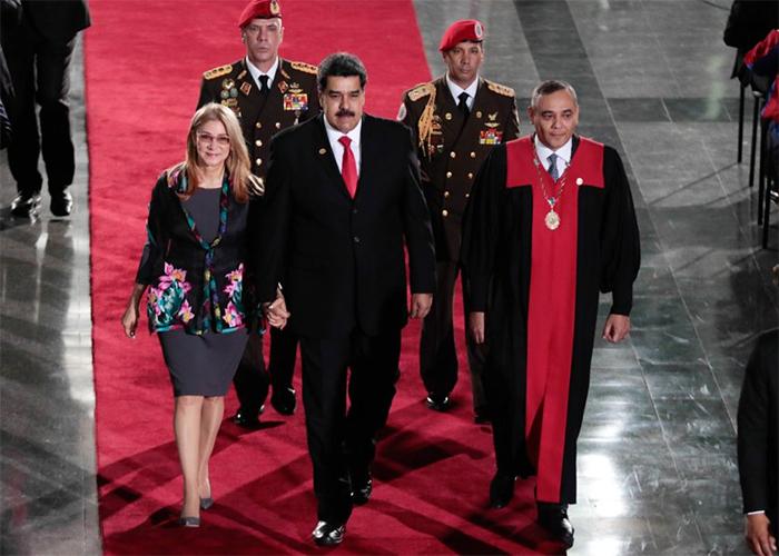 La pasarela de Maduro y Cilia Flórez camino al poder
