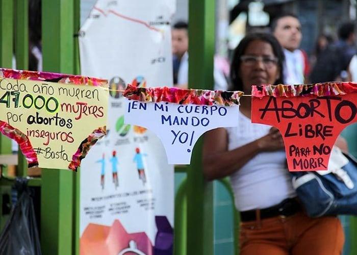 Desesperadas, las mujeres en Venezuela abortan hasta en las calles