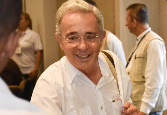 """Señor Uribe, ya es hora de mostrar su """"corazón grande"""""""