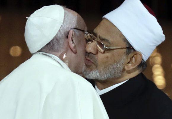 El beso de la paz y sus históricas connotaciones