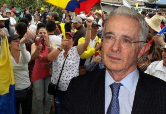 Qué es la joda con los maestros, senador Uribe