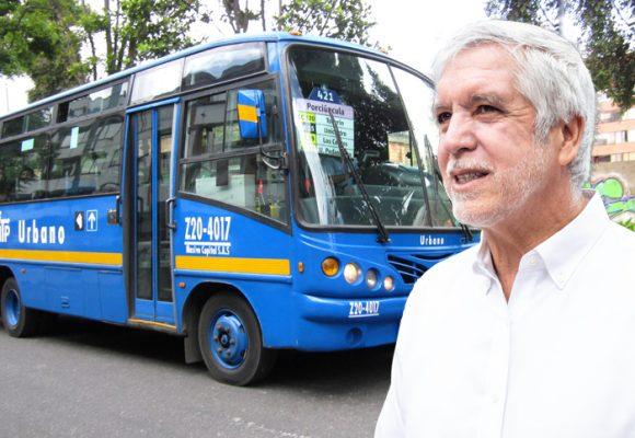"""Faltan buses en Bogotá y Peñalosa, el """"experto"""" en movilidad, nada…"""