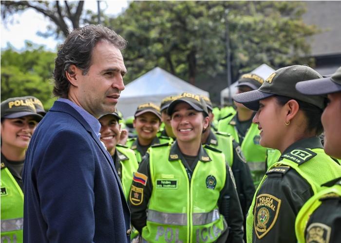 Policías paisas, firmes para no dejarse torcer