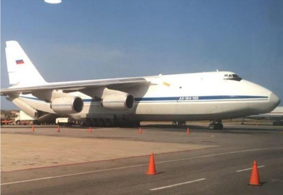 El súper avión ruso cargado de tropas que llegó a Caracas