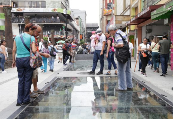 Un paseo para caminarse la historia de Medellín