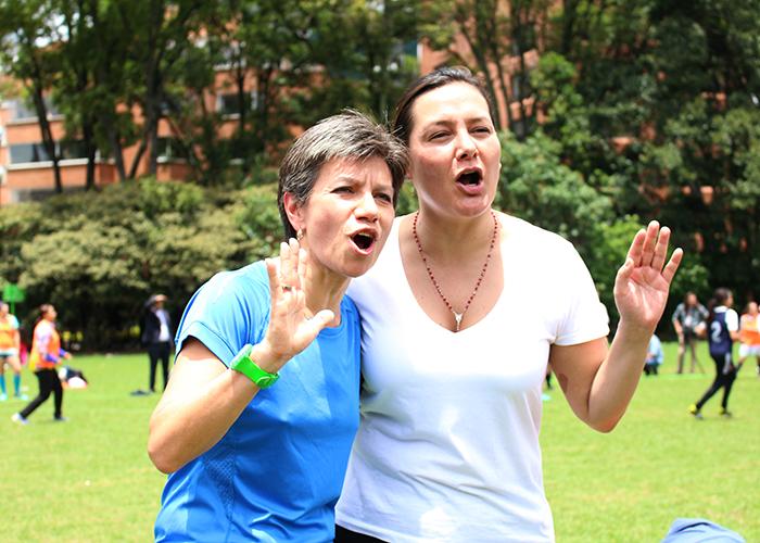 Claudia López y Ángela Garzón se la juegan por las futbolistas