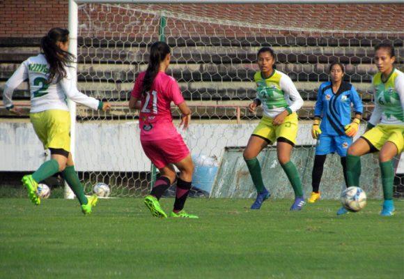 ¿Cómo salvar la liga femenina de fútbol?