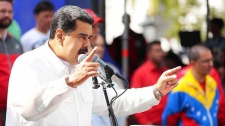 Cerco miope y sin oposición unida, Maduro sigue